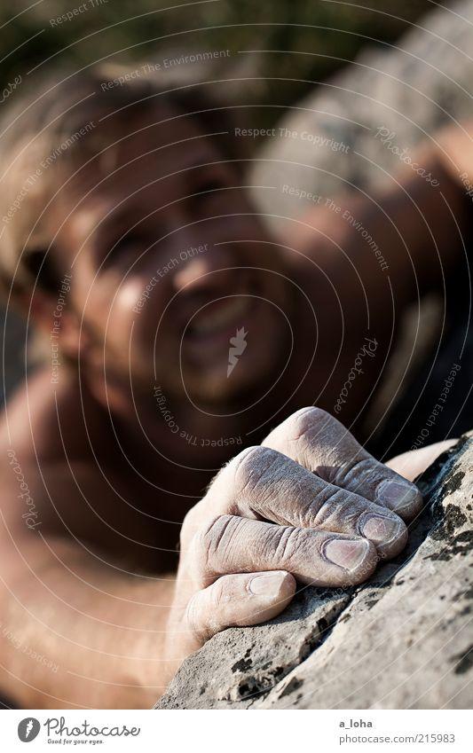 Go Climb A Rock! (III) Mensch Hand Umwelt Sport Berge u. Gebirge Bewegung Kraft blond Felsen hoch maskulin Lifestyle 18-30 Jahre Klettern festhalten fest