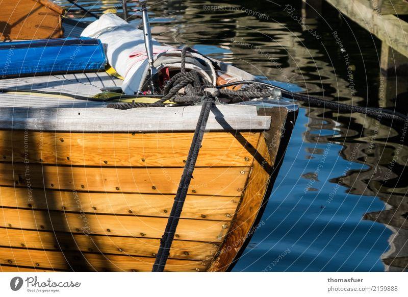 Segelboot, Bug, Folkeboot Ferien & Urlaub & Reisen Freiheit Sommer Sonne Meer Wassersport Segeln Küste Fischerdorf Hafenstadt Sportboot Holz ästhetisch