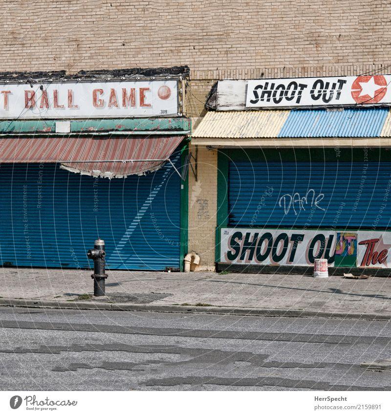 Ball Game Shoot Out alt Haus Wand Graffiti Gebäude Mauer Tourismus Freizeit & Hobby Ausflug trist Schilder & Markierungen geschlossen Bauwerk Städtereise