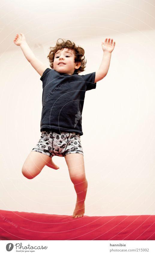 JUMP! Mensch Kind blau weiß rot Freude Leben Freiheit Junge Bewegung springen lustig Gesundheit Kindheit wild maskulin