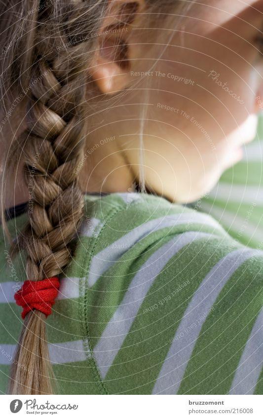 Bockziege Mensch Kind grün Mädchen Gefühle Kopf Haare & Frisuren Traurigkeit Kindheit blond Langeweile gestreift Wange Zopf Frustration Bildausschnitt