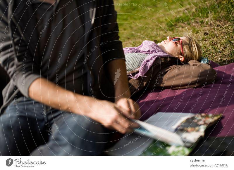 Freie Zeit Mensch Natur Jugendliche Ferien & Urlaub & Reisen ruhig Leben Erholung Wiese Freiheit träumen Paar Freundschaft Zufriedenheit Zusammensein Erwachsene
