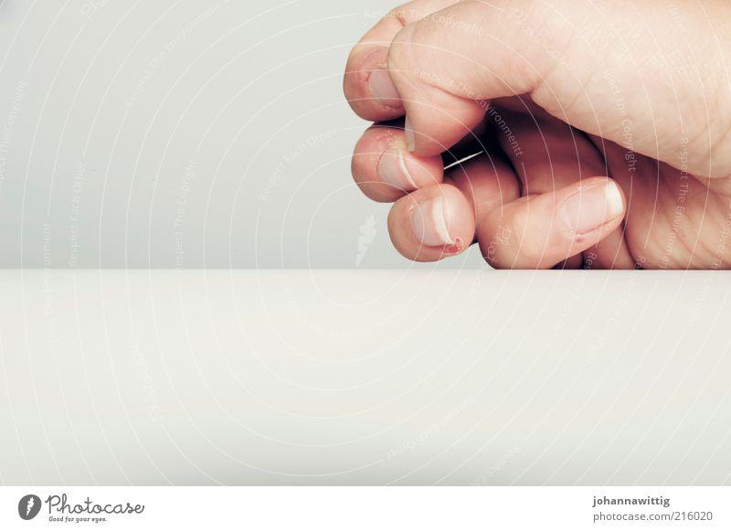 ne ne, alles okay Mensch Jugendliche Hand weiß Erwachsene Gefühle Traurigkeit Denken Angst Haut Finger authentisch außergewöhnlich kaputt 18-30 Jahre berühren