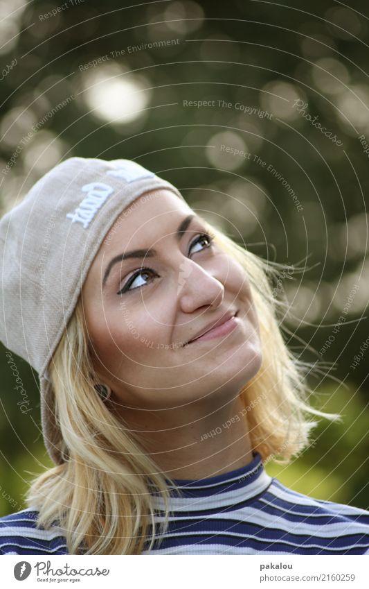 Looking forward Mensch feminin Junge Frau Jugendliche Kopf Haare & Frisuren Gesicht 1 30-45 Jahre Erwachsene Natur Sommer Schönes Wetter T-Shirt Mütze blond