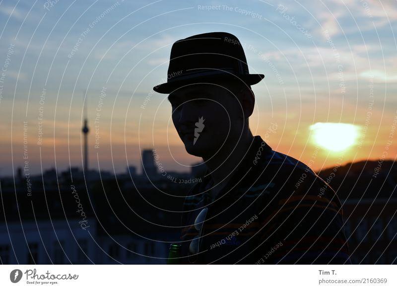 Berlin Mensch Ferien & Urlaub & Reisen Stadt Erwachsene Umwelt Mode Kopf Zufriedenheit maskulin Zukunft Bekleidung Ziel Sehenswürdigkeit Skyline Hauptstadt