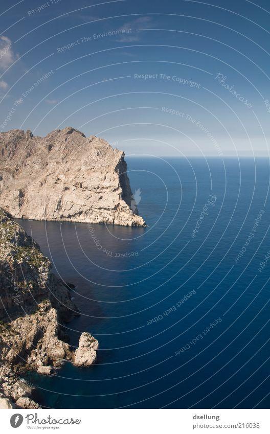 Mallorca III Wasser schön Himmel Meer blau Sommer Wolken Ferne grau Wärme Landschaft Küste Horizont Felsen Erde Insel