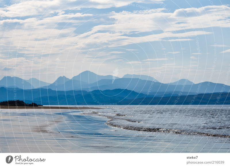 Schottische Küste II Himmel Meer blau Strand Ferien & Urlaub & Reisen Wolken Einsamkeit Ferne Erholung Berge u. Gebirge Küste Wellen Horizont Unendlichkeit Hügel Dunst