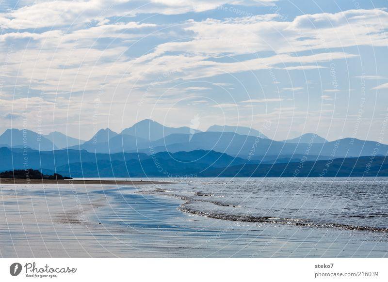 Schottische Küste II Hügel Berge u. Gebirge Wellen Strand Meer Erholung Unendlichkeit blau Einsamkeit Horizont Ferien & Urlaub & Reisen Silhouette Bergkette