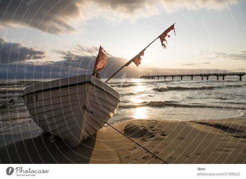 gezeichnet Umwelt Natur Urelemente Himmel Sommer Klima Küste Strand Ostsee Meer Insel Usedom Fischerboot liegen Beginn Seebrücke Fahne Horizont Wolken