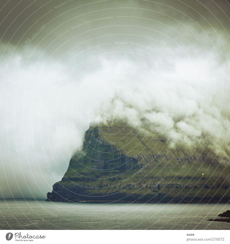 Wolkendunst Insel Berge u. Gebirge Umwelt Natur Landschaft Klima Wetter schlechtes Wetter Nebel dunkel Stimmung Føroyar Dunst Farbfoto Gedeckte Farben
