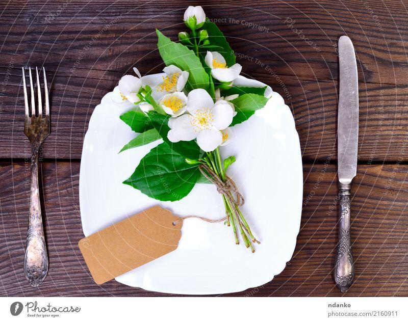 quadratische weiße Platte und Eisenbesteck Abendessen Teller Besteck Gabel Dekoration & Verzierung Küche Restaurant Blume Papier Holz Metall alt oben braun