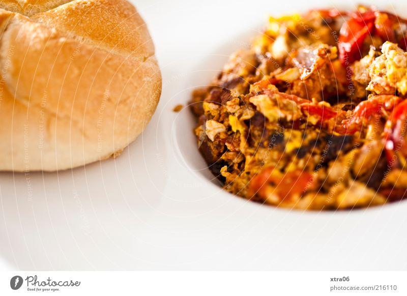 schon hunger auf mittag? Lebensmittel Teigwaren Backwaren Brötchen Ernährung Frühstück Mittagessen Abendessen Teller lecker Rührei Tomate kaisersemmel Farbfoto