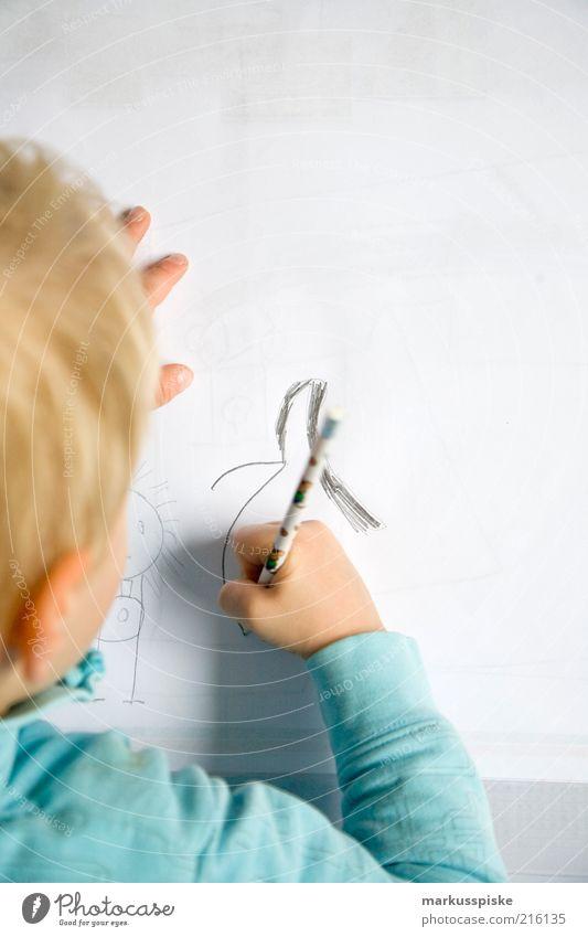 kinder malstunde Mensch Kind Junge blond authentisch einfach Kindheit Konzentration Schreibstift zeichnen malen Kleinkind Kreativität Idee Kindergarten Spielen