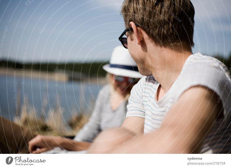 Am See I Mensch Natur Jugendliche Freude Erholung Leben Freiheit Erwachsene Paar Freundschaft Zufriedenheit Zusammensein Zeit Freizeit & Hobby Ausflug