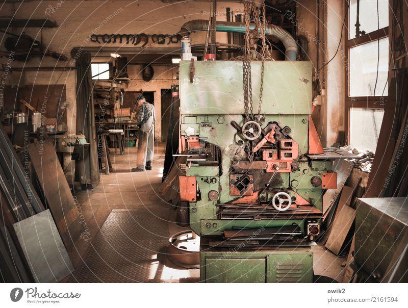Master of Arts Arbeit & Erwerbstätigkeit Beruf Handwerker Schmiede Arbeitsplatz Werkzeug Maschine Technik & Technologie Männlicher Senior Mann 1 Mensch