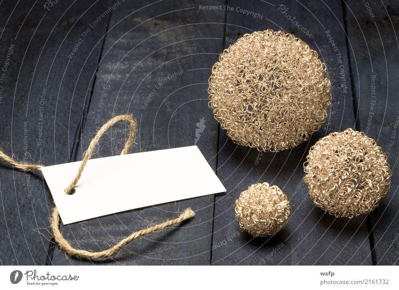 Einladungskarte mit goldenen Dekokugeln auf braunem Holz Festessen Dekoration & Verzierung Feste & Feiern Weihnachten & Advent Geburtstag Zettel alt retro