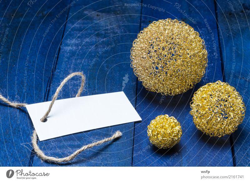 Einladungskarte mit goldenen Dekokugeln auf blauem Holz Festessen Dekoration & Verzierung Feste & Feiern Weihnachten & Advent Geburtstag Zettel etikett