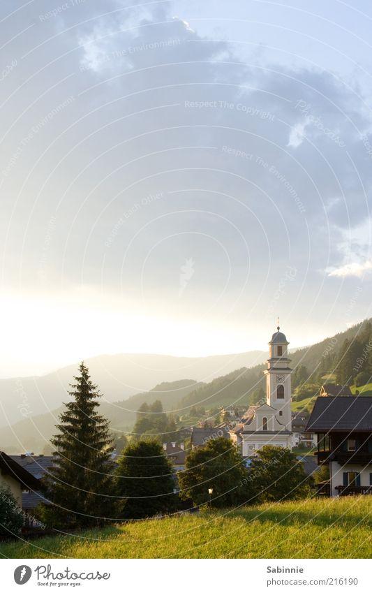 Klofenster-Aussicht Natur Himmel Sonne grün blau Sommer Ferien & Urlaub & Reisen ruhig Wolken Ferne Erholung Wiese Berge u. Gebirge Landschaft Religion & Glaube