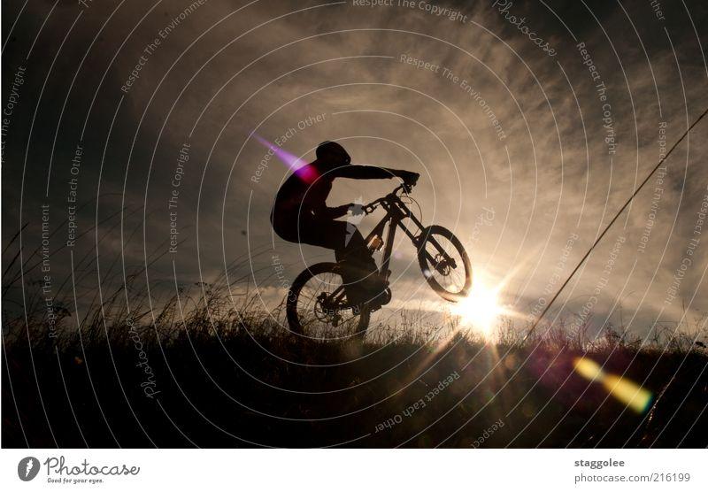 Mountainbikeski Himmel Sonne Wolken Sport Wiese Gras fahren Fahrradfahren Mountainbike Mensch Mountainbiking