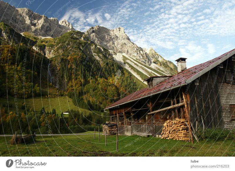 Holz vor der Hütte Ferien & Urlaub & Reisen Tourismus Berge u. Gebirge Traumhaus Natur Landschaft Schönes Wetter Felsen Alpen Gipfel Häusliches Leben