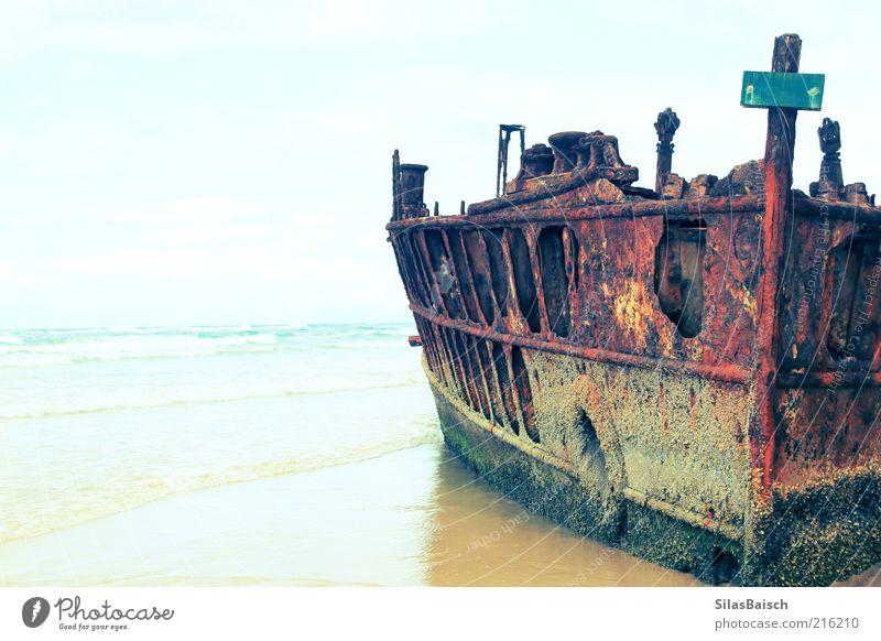 Das Wrack Wasser alt Himmel Meer Sommer Strand Wasserfahrzeug Wellen Insel Wandel & Veränderung außergewöhnlich Verfall Rost Ruine Unwetter