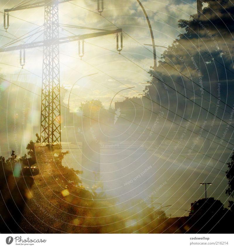 wenn beide drehstromkreise installiert sind gelb Straße ästhetisch Güterverkehr & Logistik leuchten Dienstleistungsgewerbe Strommast Straßenbeleuchtung Leitung Doppelbelichtung Oberleitung Sommertag