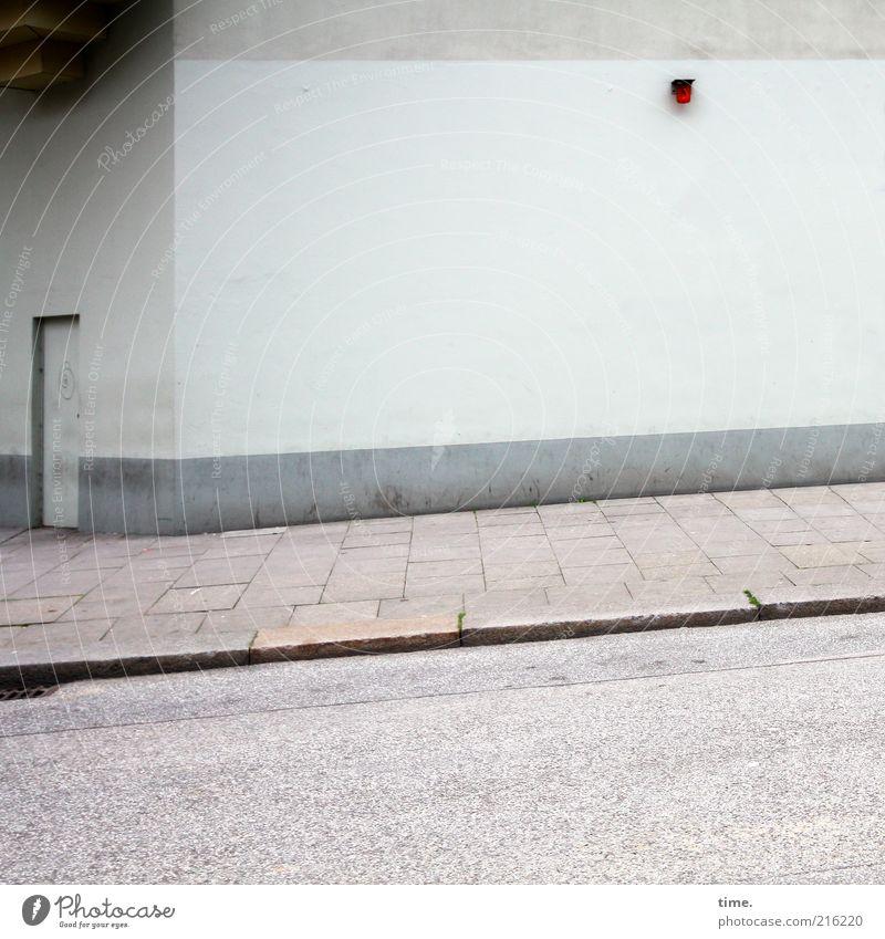 [HH10.1] - Schicksal & Beleuchtung Haus Straße Wand grau Mauer Wege & Pfade Linie Tür Beton trist Asphalt Bürgersteig Eingang Putz Pflastersteine parallel