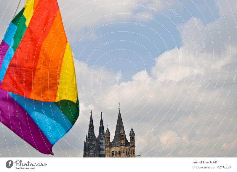 Cologne Pride - Kölner Stolz (Regenbogenfahne vorm Kölner Dom) Himmel Sommer Wolken Feste & Feiern Tourismus außergewöhnlich Kirche Fahne Veranstaltung