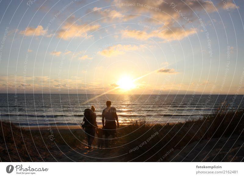familie und meer Mensch Ferien & Urlaub & Reisen Sommer Meer Ferne Strand Familie & Verwandtschaft Glück Freiheit Zusammensein gehen wandern leuchten Horizont