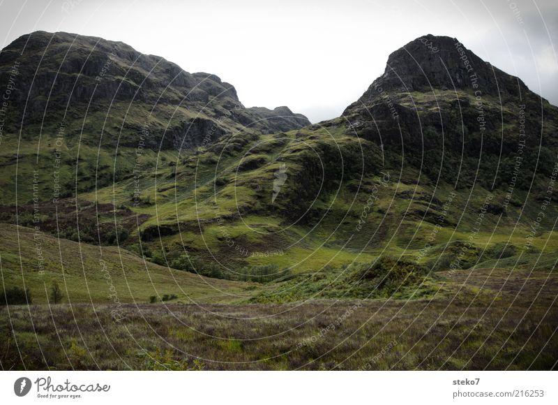 Lost Valley Natur grün Sommer Ferien & Urlaub & Reisen Gras Berge u. Gebirge Felsen frisch Sträucher Reisefotografie Gipfel aufwärts Schlucht steil Heide Regenwolken