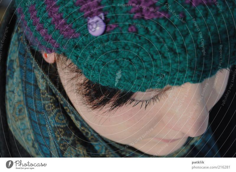 Träumen erlaubt feminin Gesicht 18-30 Jahre Jugendliche Erwachsene Denken träumen verträumt Wollmütze Schal Nase bleich Wimpern Wimperntusche Haare & Frisuren