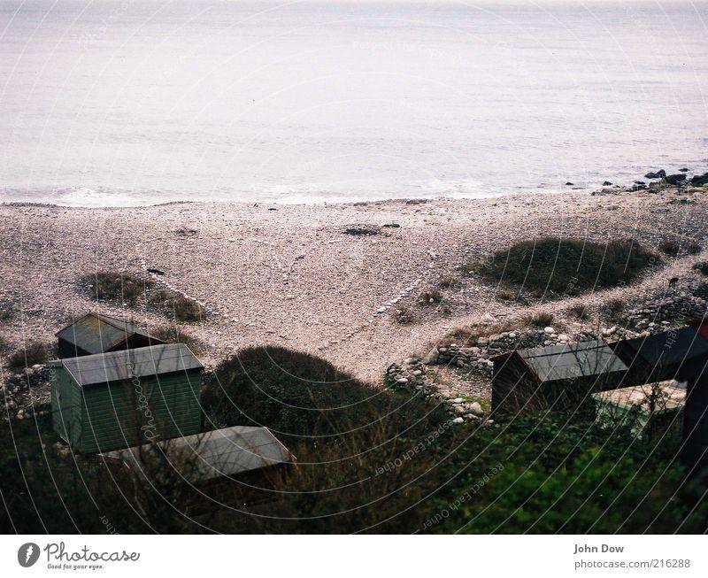 EIN Suchbild Strand Meer Ferne Freiheit Glück Küste Stein Herz Ausflug Sträucher Romantik Vergänglichkeit Sehnsucht Kreativität Hütte Fernweh