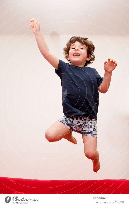 ...Looooos! Spielen Wohnung maskulin Kind Junge 1 Mensch 3-8 Jahre Kindheit T-Shirt Unterwäsche brünett Locken springen Gesundheit Fröhlichkeit lustig blau rot