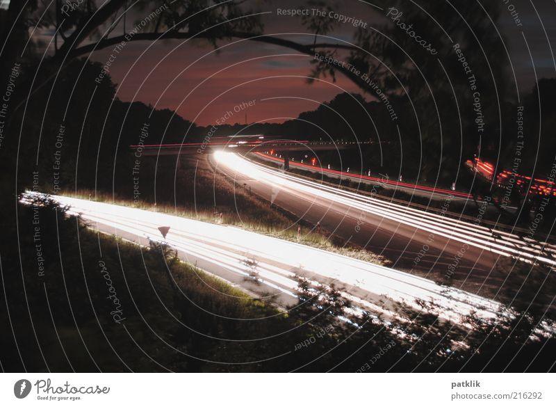 Autobahn Romantik Wolken dunkel PKW Schilder & Markierungen Verkehr Geschwindigkeit Ast Spuren Abenddämmerung Fahrbahn Nachtaufnahme Zweige u. Äste KFZ