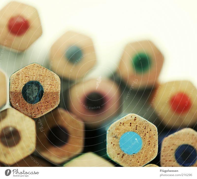 angespitzte und unscharfe Buntstifte Holz mehrere viele malen zeichnen Schreibstift Genauigkeit Bleistift Unschärfe Farbstift Schreibwaren Malutensilien