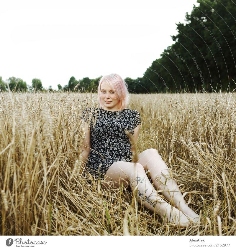 Feldfrucht Jugendliche Junge Frau Stadt schön Baum Landschaft Erotik 18-30 Jahre Gesicht Erwachsene Beine Glück Ausflug blond ästhetisch