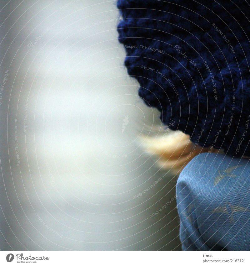 [HH10.1] - Eingemummelt Frau blau feminin kalt Kopf Haare & Frisuren blond Mütze Textilien Tuch Schal Wolle ausgehen Kopfbedeckung Bekleidung gewebt