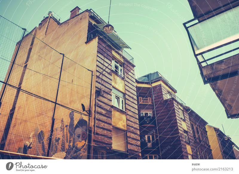 Altstadtviertel Lifestyle Ferien & Urlaub & Reisen Tourismus Sightseeing Städtereise Kunst Kunstwerk Kultur Stadt Hauptstadt Stadtrand Architektur Fassade