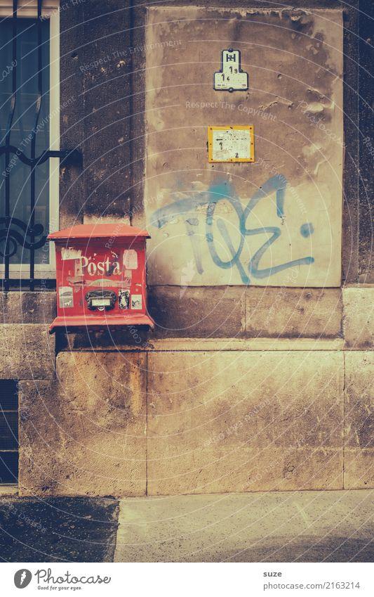 Posta Ferien & Urlaub & Reisen alt Stadt rot Architektur Lifestyle Tourismus Fassade Stadtleben dreckig Europa Kultur Vergangenheit Städtereise Hauptstadt