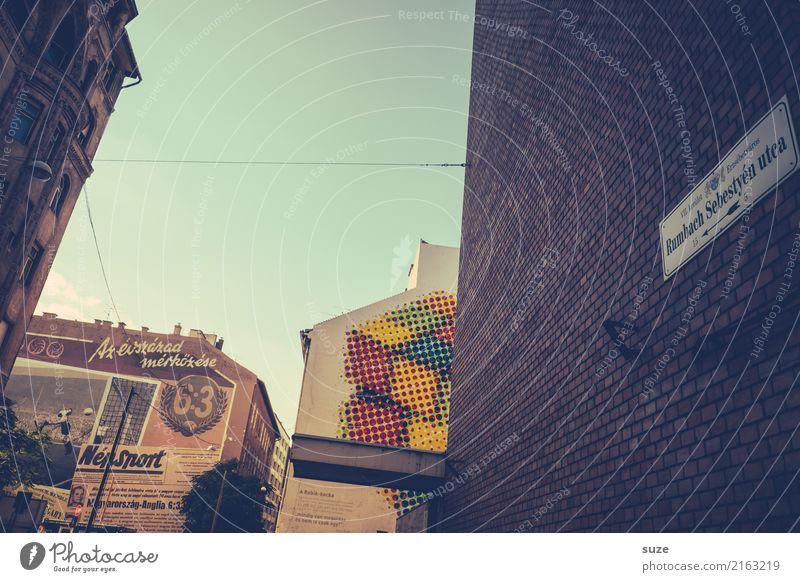 Stadtleben Lifestyle Ferien & Urlaub & Reisen Tourismus Sightseeing Städtereise Kunst Kunstwerk Hauptstadt Stadtrand Altstadt Bauwerk Architektur Mauer Wand