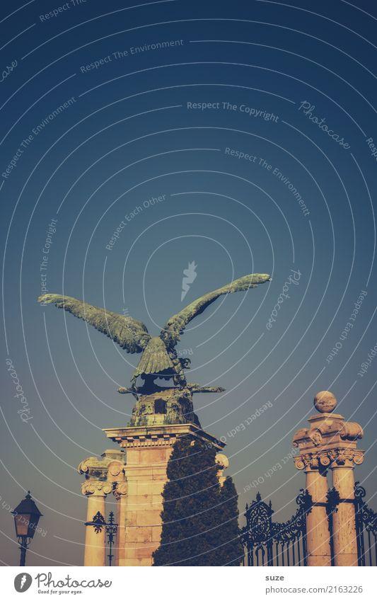 Turul Tourismus Sightseeing Städtereise Kunst Kunstwerk Kultur Stadt Hauptstadt Stadtrand Burg oder Schloss Tor Bauwerk Architektur Sehenswürdigkeit Wahrzeichen