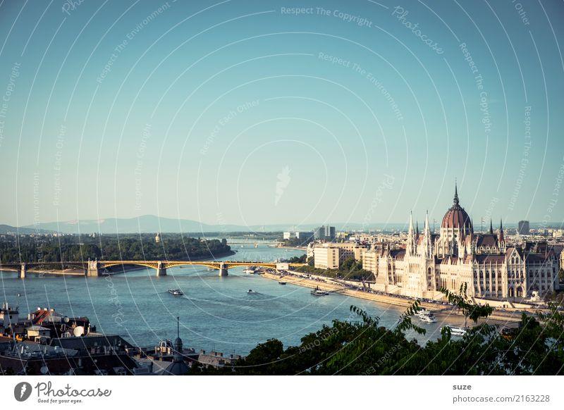Die Donau Ferien & Urlaub & Reisen alt Stadt Architektur außergewöhnlich Tourismus Kultur Europa fantastisch historisch Brücke Vergangenheit Fluss