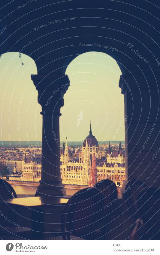 Klassisch alt Stadt Architektur Tourismus außergewöhnlich Stadtleben Kultur Europa fantastisch historisch Vergangenheit Sehenswürdigkeit Bauwerk Stuhl