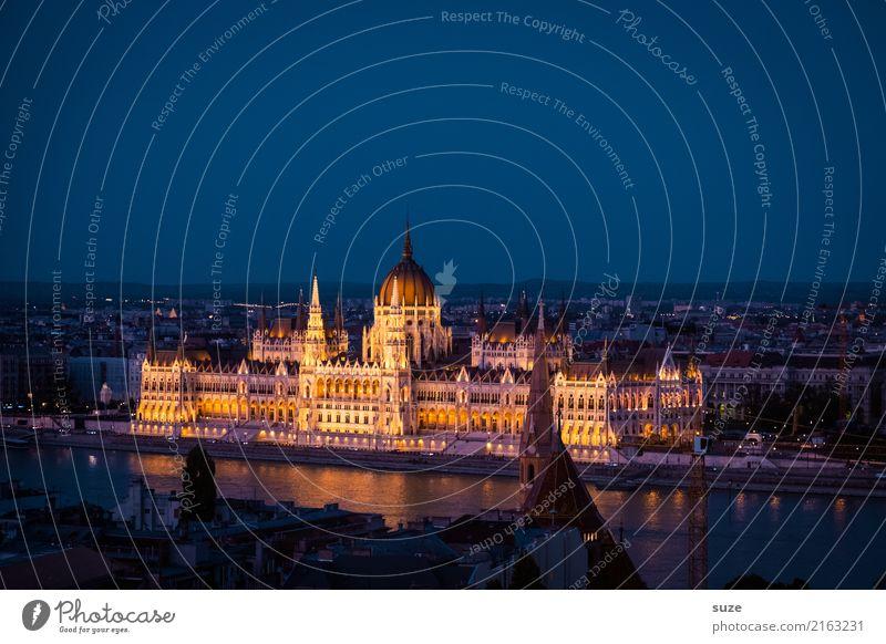Parlament Budapest Tourismus Sightseeing Städtereise Kultur Fluss Stadt Hauptstadt Stadtrand Altstadt Bauwerk Architektur Sehenswürdigkeit Wahrzeichen alt