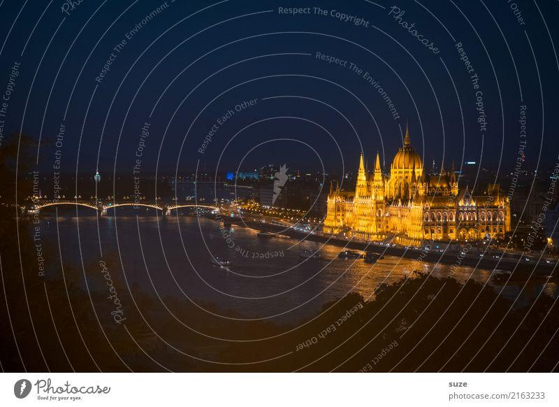 Tanz im Glanze Ferien & Urlaub & Reisen alt Stadt Architektur Tourismus außergewöhnlich Europa Kultur fantastisch Brücke historisch Vergangenheit Fluss