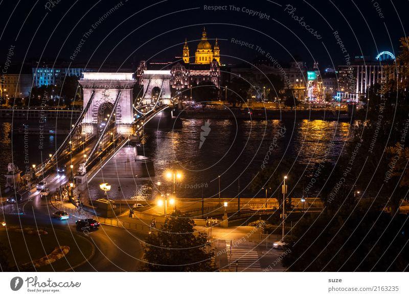 Reges Nachtleben Ferien & Urlaub & Reisen alt Stadt Architektur Lifestyle Kunst Tourismus außergewöhnlich Stadtleben Europa Kultur fantastisch Brücke historisch