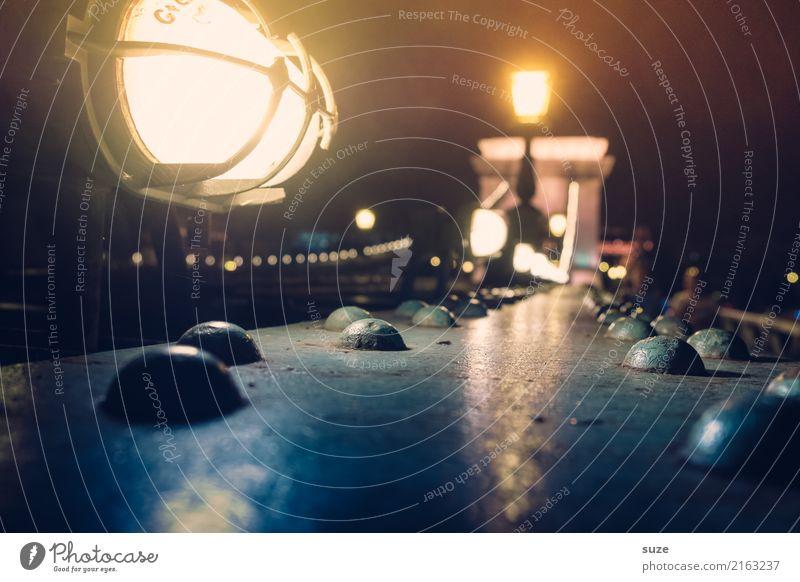 Nachtlicht Tourismus Sightseeing Städtereise Lampe Stadt Hauptstadt Brücke Bauwerk Architektur Sehenswürdigkeit Wahrzeichen Stahl leuchten hell historisch kalt