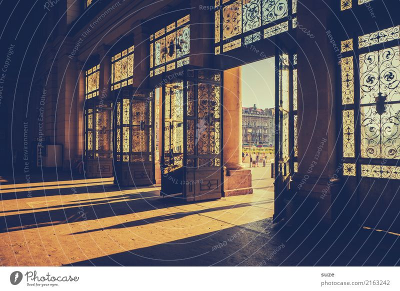 Ganz großer Bahnhof Ferien & Urlaub & Reisen Tourismus Sightseeing Städtereise Kunst Kunstwerk Stadt Hauptstadt Stadtzentrum Tor Bauwerk Architektur Tür