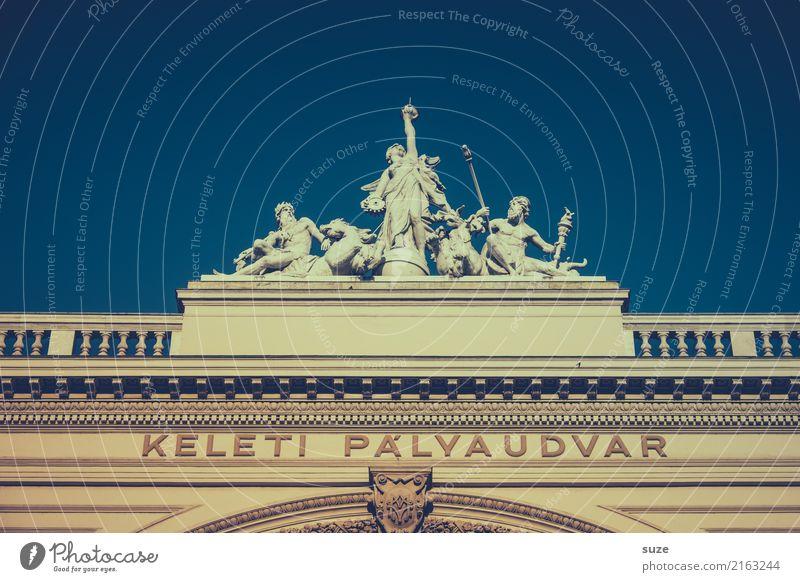 Historischer Empfang Ferien & Urlaub & Reisen Tourismus Sightseeing Städtereise Kunst Kunstwerk Stadt Hauptstadt Stadtzentrum Bahnhof Tor Bauwerk Architektur