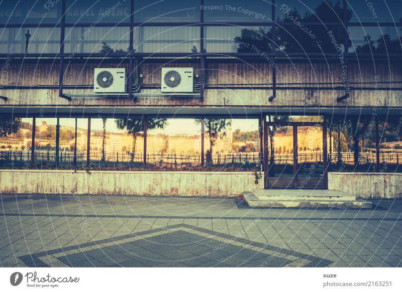 Urbanes Doppel Lifestyle Ferien & Urlaub & Reisen Tourismus Städtereise Büro Industrie Kultur Stadt Hauptstadt Stadtrand Altstadt Platz Gebäude Architektur